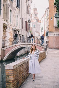 Gal Meets Glam Venice to Burano Island - SAU dress, Claude Pierlot sweater, Ann Tayor flats and Gucci bag New York Tips, Mode Outfits, Casual Outfits, Bff, Preppy Style, My Style, Gal Meets Glam, Travel Style, Travel Design