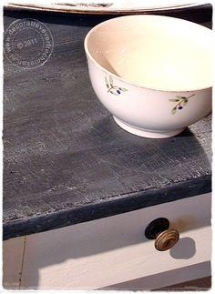 Creëer het fantastische effect van zwarte of donkergrijze leisteen met behulp van Abbondanza krijtverf en Extra Chalky kalkwas. In dit artikel lees je precies hoe je het aanpakt.