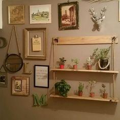 Voici des étagères à but decoratif très pratiques qui permettent en 2 trous seulement de fixer 2 étagères. Réalisées en bois massif protégées par une couche de vernis tei - 17007863