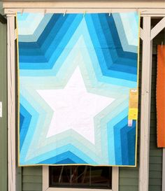 This is the third pic of this quilt that I have pinned. I guess I don't get tired of looking at it!