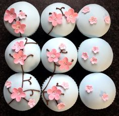 """nenrinya: """" I just love the look of cherry blossoms on cute little cakes. Cupcake Tower Wedding, Wedding Cupcakes, Mini Cakes, Cupcake Cakes, Cherry Blossom Party, Cherry Blossoms, Cake Pops, Cupcakes Flores, Sushi Party"""