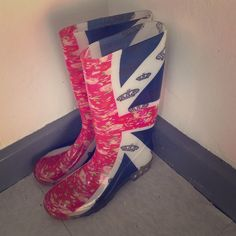 British Flag Rain boots! ☔️☔️☔️☔️ In great shape. No name designer. Absolutely love these.  Shoes Winter & Rain Boots