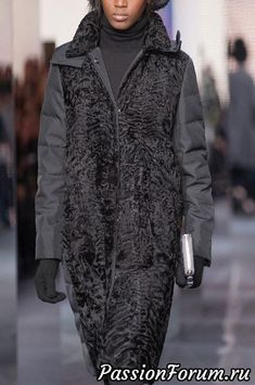 Moncler Gamme Rouge at Paris Fashion Week Fall 2014 - Details Runway Photos Fur Fashion, Winter Fashion, Fashion Outfits, Womens Fashion, Fashion Trends, Paris Fashion, Fur Jacket, Jacket Style, Moncler
