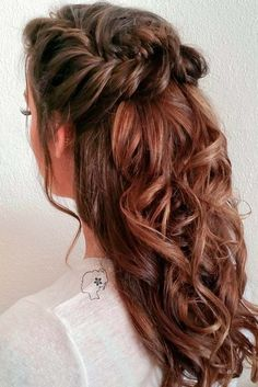 Half up hairstyles look lovely and romantic any time. See our collection of gorgeous Christmas hairstyles for long hair.