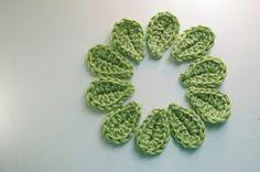 Crochet Flowers Easy Living the Craft Life: 2 Minute Leaf- Free Pattern Crochet Leaf Free Pattern, Crochet Leaves, Knitted Flowers, Crochet Motifs, Crochet Flower Patterns, Crochet Stitches, Crochet Appliques, Crochet Simple, Love Crochet