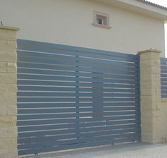 Una sencilla puerta corredera para tu bungalow.
