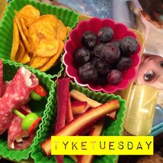 #Tyketuesday  Today the girls got: plantain chips, @applegate salami rolled in goat cheese, rainbow carrots & some blueberries! Elsa is watching you  #primal #jerf #kidapproved #keepitpaleo #glutenfree #grainfree #wholefood #eatrealfood K