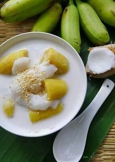 Thai Dessert: Bananas in Coconut Milk (Kluai Buad Chi) กล้วยบวชชี