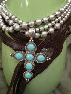 I'd wear the heck out of this. Pierre Turquoise, Coral Turquoise, Turquoise Jewelry, Silver Jewelry, Colar Fashion, Fashion Jewelry, I Love Jewelry, Jewelry Making, Hippie Style