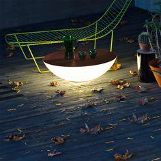 Foscarini Solar is an outdoor table come light.