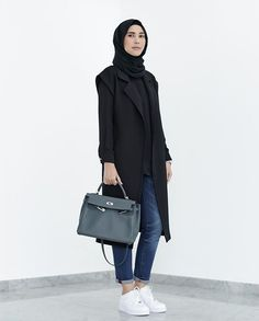 Improve your personal style and get more stylish and modest hijab ideas this year. Hijab Casual, Hijab Chic, Casual Outfits, Black Outfits, Turkish Fashion, Islamic Fashion, Muslim Fashion, Korean Fashion, Blazer Jeans