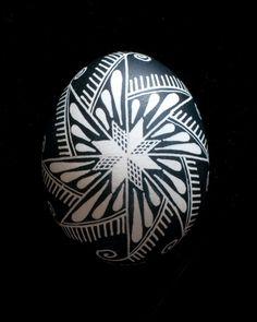 Pysanka (Ukrainian Easter Egg) Black and White Teardrop Pinwheel (Front) 1000413 Ukrainian Easter Eggs, Ukrainian Art, Egg Crafts, Easter Crafts, Egg Shell Art, Carved Eggs, Easter Egg Designs, Faberge Eggs, Egg Art