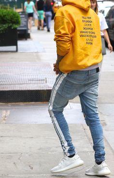 Sagging Pants, Justin Bieber Outfits, Lenny Kravitz, Man Style, Blue Jeans, Men's Fashion, Skinny Jeans, Star, Boys