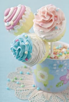 A beautiful cupcake bouquet for a baby shower! Check it out Katrina Erb! You could totally do this!