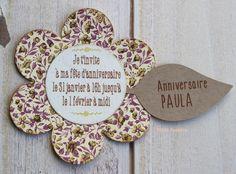 """Invitación """"flor"""" personalizada a dos caras, en la parte trasera datos personales para confirmar la asistencia"""