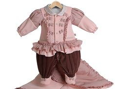 Saída de maternidade. Que tal escolher a roupa que você quiser para seu bebê ir pra casa? Pode ser um body fofo, ou um macacão especial!
