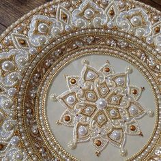 Image about white in 💐💟 art 🎠🎨🎭 by AVE_Victoria Dot Art Painting, Mandala Painting, Mandala Dots, Mandala Design, Graduation Cap Decoration, Plate Art, Russian Art, Henna Art, Rock Art