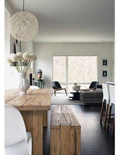 table rustique, banquette en bois et beau intérieur style zen