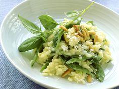 Risotto mit Zuckerschoten und Pinienkernen | Kalorien: 390 Kcal - Zeit: 1 Std. | http://eatsmarter.de/rezepte/risotto-mit-zuckerschoten-und-pinienkernen