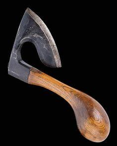 FRENCH SABOTIER'S ADZE, 19th c. Wrought iron and wood. Curved blade on heavy handle with rounded end. L blade 20 cm.     BEIL EINES HOLZSCHUH-MACHERS, Frankreich, 19. Jh. Schmiedeeisen und Holz. Gerundete, einseitig geschliffene Schneide. Gebogter, hinten zu massiver Kugel zulaufender Stiel. L Schneide 20 cm.