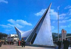 Image 30 of 72 from gallery of AD Classics: Expo + Philips Pavilion / Le Corbusier and Iannis Xenakis. Le Corbusier, Image 30, Philips, World's Fair, Strip Lighting, Building Design, Modern Architecture, Places To Visit, Gallery