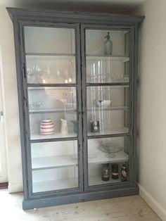 Jeg har længe ønsket mig et stort vitrineskab til vores køkken og endelig fandt vi et!  › Se mere