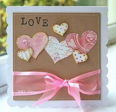 Schöne Karte LOVE. http://www.scraperia.ch/de/papier/couverts-umschlage/kartensets.html?p=2limit=10start=1savestate=1