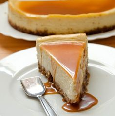 white chocolate cheesecake with amaretto caramel sauce