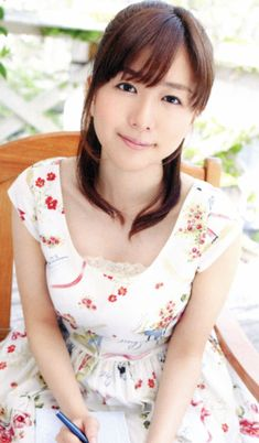 茅野愛衣 Japanese Beauty, Asian Beauty, Ai Kayano, Japan Girl, Voice Actor, Korea Fashion, Actors & Actresses, Anime, Flower Girl Dresses