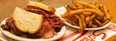 Wolrd famous smoked meat in Montreal. Montreal Vacation, Famous Smoke, Menu, Smoking Meat, Hamburger, Dishes, Ethnic Recipes, St Laurent, Food