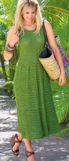 Длинное летнее платье связано спицами