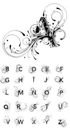 Alfabeto, inchiostro su carta. Mi piacciono molto le linee morbide usate per creare queste decorazioni che fuoriescono dalle lettere.