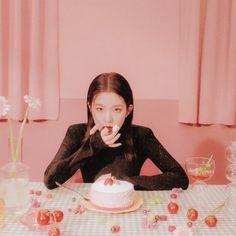 Lulamulala (@Lulamulala) / Twitter Red Velvet Joy, Red Velvet Irene, Seulgi, South Korean Girls, Korean Girl Groups, Korean Cake, Red Pictures, Thing 1, Girl Bands