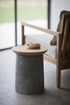Table d'appoint en béton et bois