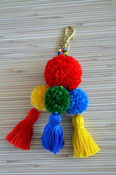 Llaveros diva nails in highland - Diva Nails Pom Pom Crafts, Yarn Crafts, Diy Tassel, Tassels, Birthday Streamers, Pom Pom Bag Charm, Pom Pom Wreath, How To Make A Pom Pom, Gland