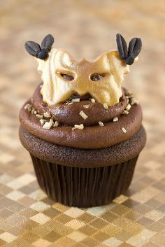 I thought this was a Star Wars character at first. Oh well - still might be a good idea. Masquerade Mardi Gras Cupcake by Sweet E's, via Flickr