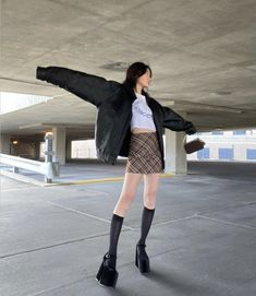 Teen Fashion Outfits, Fashion Models, Girl Fashion, Casual Outfits, Cute Outfits, Cold Weather Outfits, Tokyo Fashion, How To Pose, Fashion Books