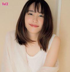 【新垣結衣】が考える「30代のあり方」って?|撮り下ろしインタビュー!|鬼木朋子|ビューティニュース|VOCE(ヴォーチェ)|美容雑誌『VOCE』公式サイト Japanese Eyes, Japanese Makeup, Cute Japanese, Prity Girl, Asian Celebrities, Instagram Influencer, Kawaii Girl, Pretty Face, Female Bodies