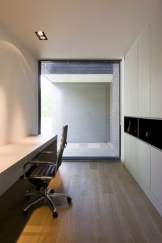 architectenburo bart coenen te antwerpen // architect van moderne woningen Home Office Design, Modern House Design, Minimal Bedroom, Natural Interior, Modern Cottage, Small Office, Living Room Interior, Architecture, Living Spaces