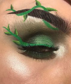 Perfect for Poison Ivy make-up costume Sfx Makeup, Eyeshadow Makeup, Makeup Art, Beauty Makeup, Poison Ivy Cosplay, Poison Ivy Costumes, Poison Ivy Halloween Costume, Makeup Inspo, Makeup Inspiration