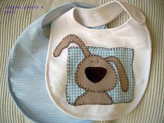 Baby bib with dog appliqué The Babys, Baby Sewing Projects, Sewing For Kids, Baby Kind, Baby Love, Couture Bb, Dog Quilts, Carters Baby Girl, Baby Girls