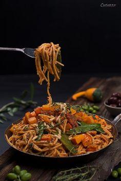 Spaghetti mit Kürbis und veganem Sugo Bolognese, Vegane Kürbispasta, vegan, vegetarisch, Pasta, Nudel, Kürbis Bolognese, Vegan Vegetarian, Vegetarian Recipes, Different Recipes, Food Menu, Going Vegan, Japchae, Food Photography, Food And Drink