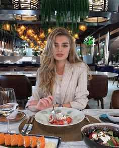 Beautiful hairstyle Brown Long Wave Wig of Human Hair Lace Front Wig - Care - Skin care , beauty ideas and skin care tips Long Hair Waves, Wave Hair, Manequin, Amy Jackson, Instagram Pose, Instagram Blog, Synthetic Lace Front Wigs, How To Pose, Rich Girl