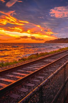 Click here to watch the photography web class instantly Landscape Photography, Nature Photography, Travel Photography, Best Sunset, Beautiful Sunset, Sunset Photos, Nature Photos, Natural Phenomena, Train Tracks