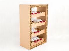 Mobile Porta vino in cartone alveolare. Perfetto per contenere ed esporre bottiglie di vino. Super originale ed ecologico!!