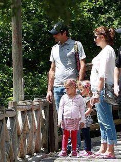 Roger, Mirka, and the girls at the Paris Zoo, May 2013.