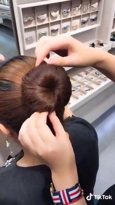 Hair Up Styles, Medium Hair Styles, Bun Hairstyles For Long Hair, Hairstyles Videos, Long Hair Video, Hair Styler, Hair Videos, Makeup Videos, Hair Hacks