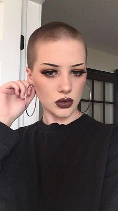 Shaved Head Women, Girls With Shaved Heads, Shaved Head Girl, Short Hair Cuts, Short Hair Styles, Buzzed Hair, Hair Trends 2015, Shave My Head, Girls Short Haircuts