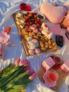 """lo on Twitter: """"valentine picnic❣️… """" Picnic Date Food, Picnic Foods, Picnic Ideas, Picnic Drinks, Picnic Cake, Picnic Theme, Cute Food, Good Food, Yummy Food"""
