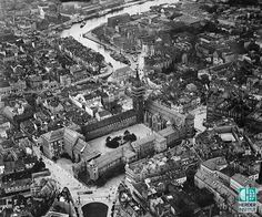 Королевский замок с высоты птичьего полёта. Внизу - ворота и Овсяная башня (Haberturm) замка. 1922 год.
